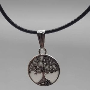 Tree of life glow in the dark necklace new